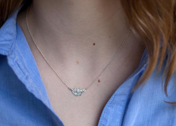 11265-collier-collier-avec-plume-fin-et-discret-13136127-collier-plume-7662f-b6cbe-570x0