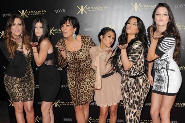 7152-voici-l-incroyable-famille-kardashian-630x0-2