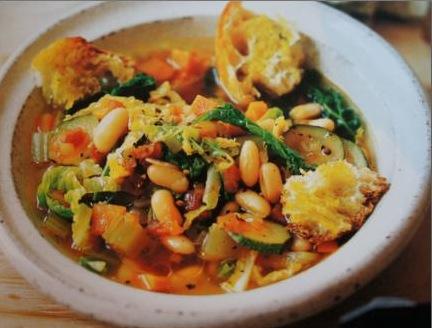 Soupe-italienne-aux-lgumes-et-au-pain-Larousse