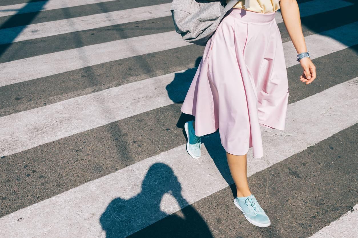 sneakers look casual
