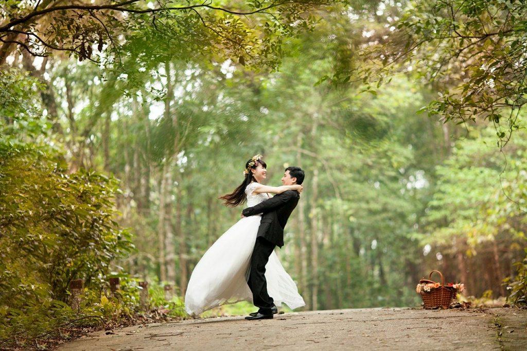 bague de mariage et couple